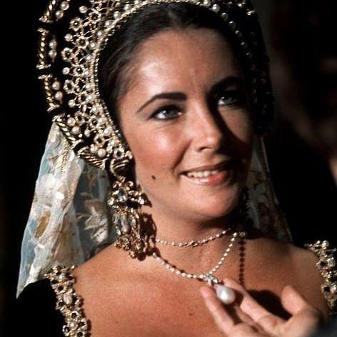 Elizabeth Taylor porte La Pérégrina dans le film Anne des mille jours en 1969