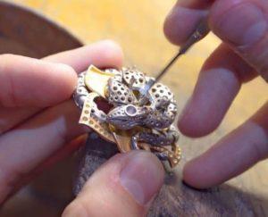 Le sertissage : le mystère de la tenue des pierres