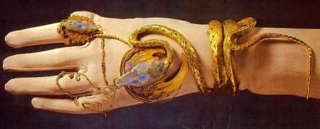 Mucha-Fouquet, le bracelet serpent -1898- Sarah Bernhardt pour le rôle de Médée