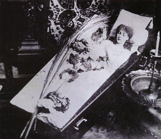 cercueil de Sarah Bernhardt