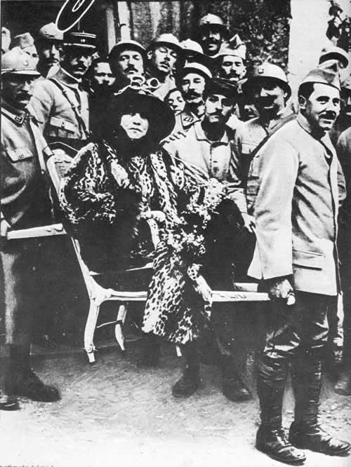 Sarah Bernhardt aux armées