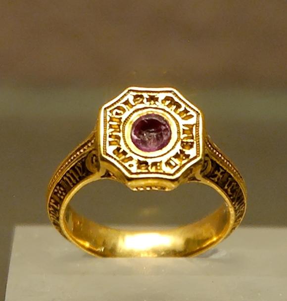 anneau sigillaire du Prince Noir - rubis - au Louvre